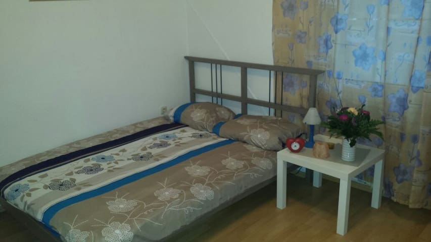 CLEAN AND  COMFORTABLE  ROOMS. - Essen - Inap sarapan