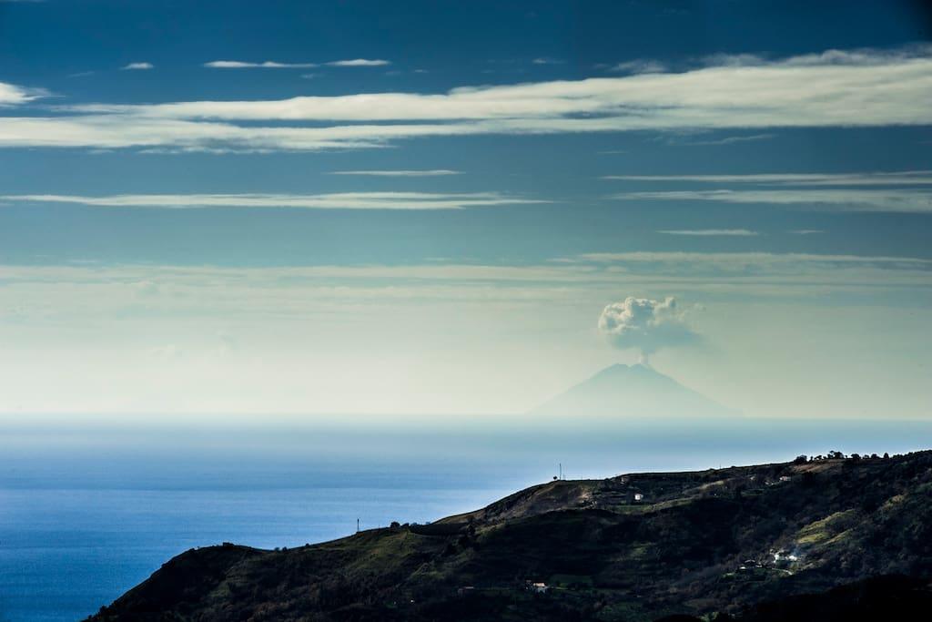 Vista mar Tirreno con vulcano Stromboli da Corso Luigi De Seta