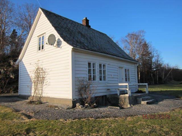 Nydelig hytte til leie ved sjøen - Ølve - Casa