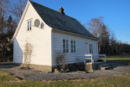 Nydelig hytte til leie ved sjøen - Haus