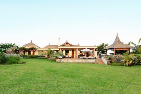 3 bedrooms Villa - Golf & sea view - Bel Ombre - วิลล่า