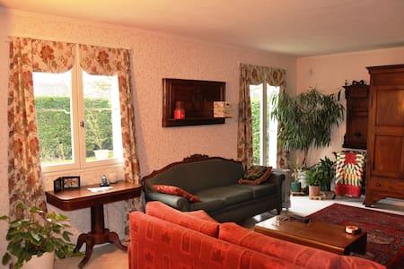 Spacious home near Paris Versailles - Montigny-le-Bretonneux