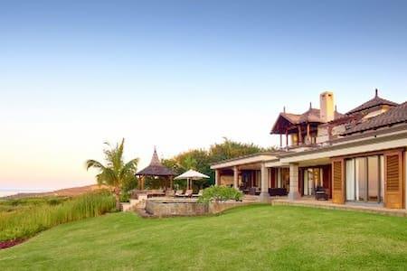 Villa 4 chambres - Vue mer et golf -  Bel Ombre,