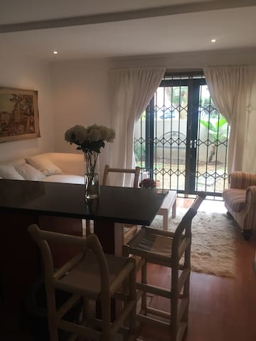 Clean and cozy apartment in Randburg