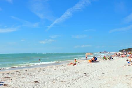 2 BR apt walk to beach-St. Armands - Sarasota - Byt