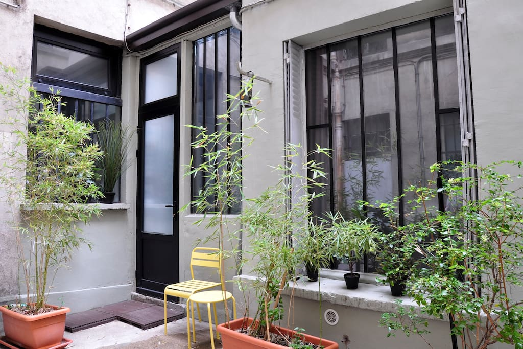 "Enjoy the parisian courtyard quiet and cosy. Full light with skylight and ""Atelier"" Windows"