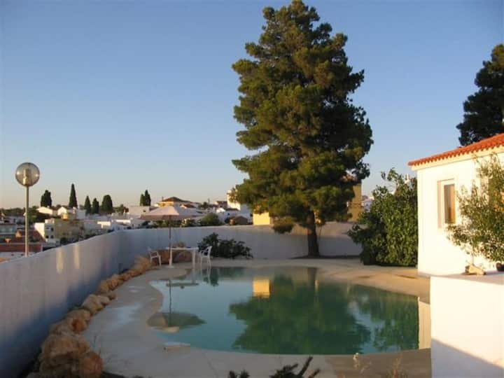 """Cosy Holiday Home """"Quinta Teresinha - Nature Lovers"""" near the Sea with Wi-Fi, Terrace, Garden & Pool; Parking Available"""