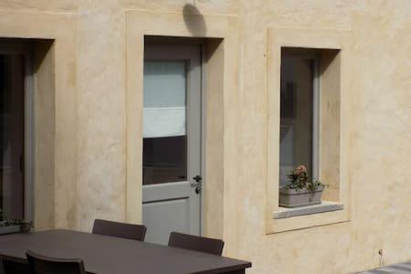 Modernes Ferienhaus in Waldnähe in Florenville