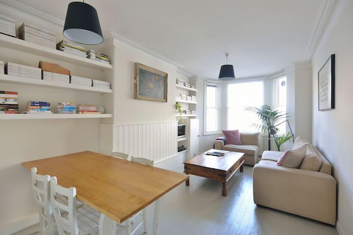 Victorian 2 Bed, Prime Location, N1 - Londyn - Apartament