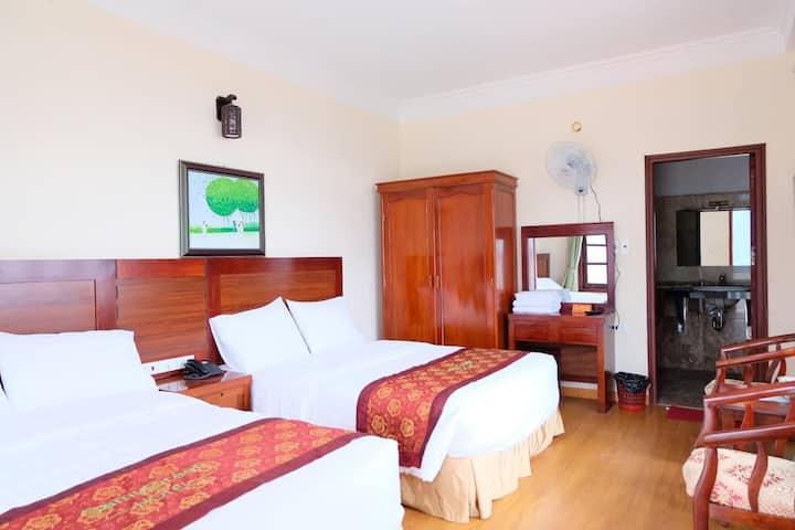 Phòng gia đình 2 giường to hướng núi