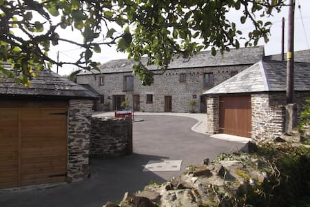 'What a Beauty' Barn Conversion - Tresmeer - Dom