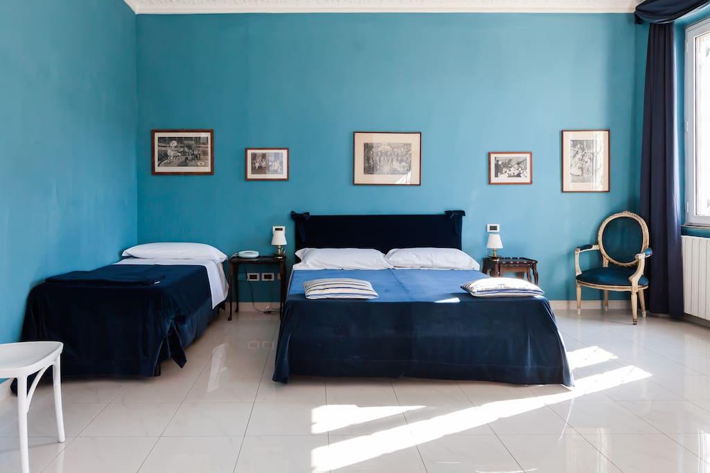 Large bedroom ( 4 beds )