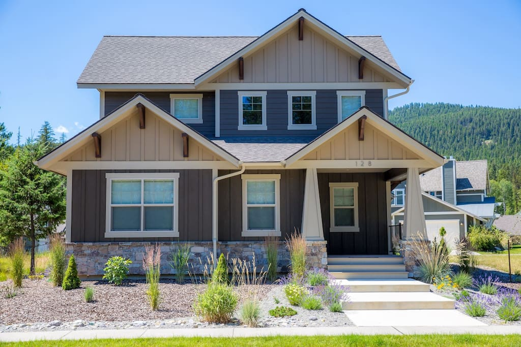 Gorgeous Stumptown Townhome next to the golf course and Whitefish Trails.