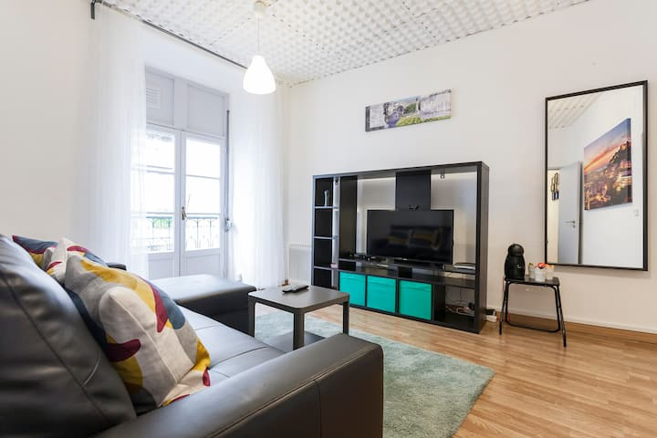 charming apartment in the center with free wifi