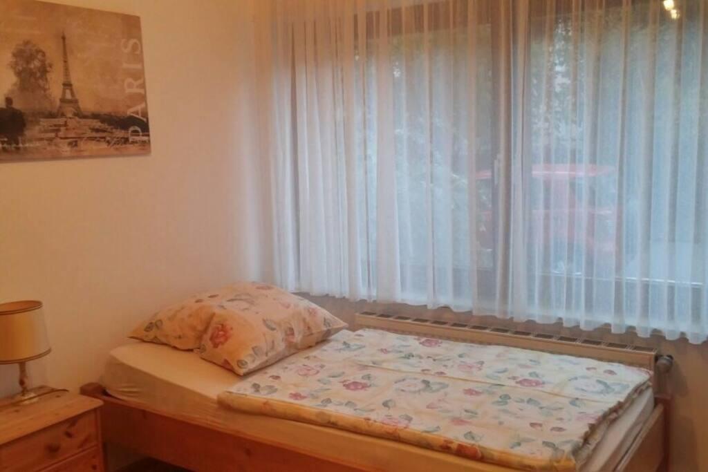 gem tliches apartment im d sseldorfer norden wohnungen. Black Bedroom Furniture Sets. Home Design Ideas