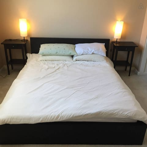 Master Bedroom with Private Bath! - Cupertino - House