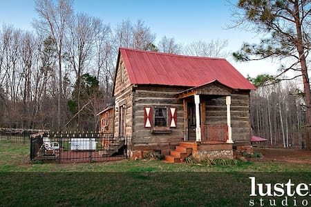 Century old log cabin on estate - Pittsboro