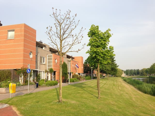 Room with view on park and pond - Hoofddorp - House
