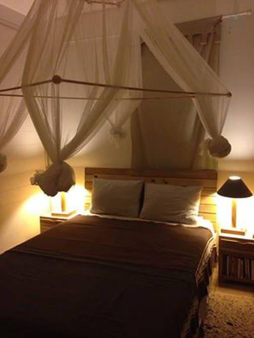 Belle chambre à coucher,  Climmée,, avec un dressing de 3portes dont 1grd miroir,,,
