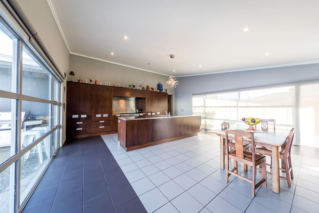 Beautiful kitchen to work in. Oversize oven, dishwasher, huge stainless steel bench and plenty of storage