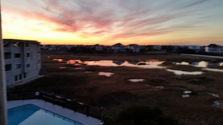 Oceanview & Pool View 1-Bdrm Condo  - Carolina Beach - Apartmen