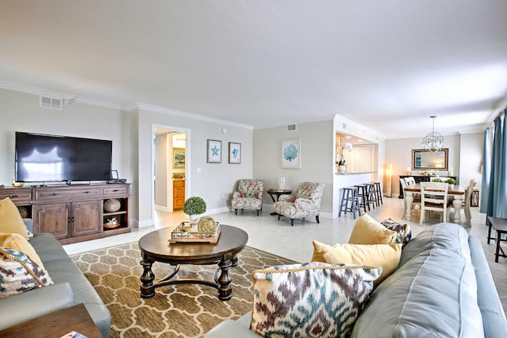Oceanfront Condo w/Pool-Walk to Clearwater Beach!