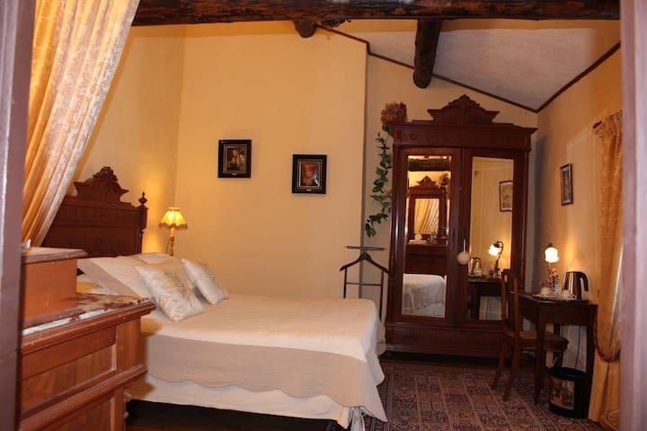 Chambre d'hôte calme et confort - Brissac - Bed & Breakfast