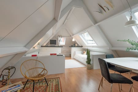 Ruime, lichte kamer aan Herestraat - Apartment