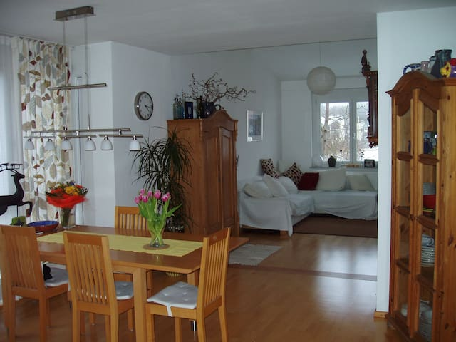 m nchen 3 zimmer maisonette wohnung mit balkon flats for rent in neuried bayern germany. Black Bedroom Furniture Sets. Home Design Ideas