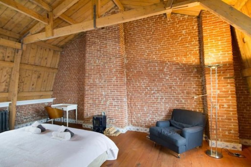 View from the apartment's front door. The 4 mtr. high ceilings, the beams and brick walls make for a wonderful atmosphere.