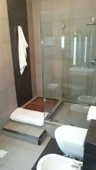 raindance shower with high pressure hot water