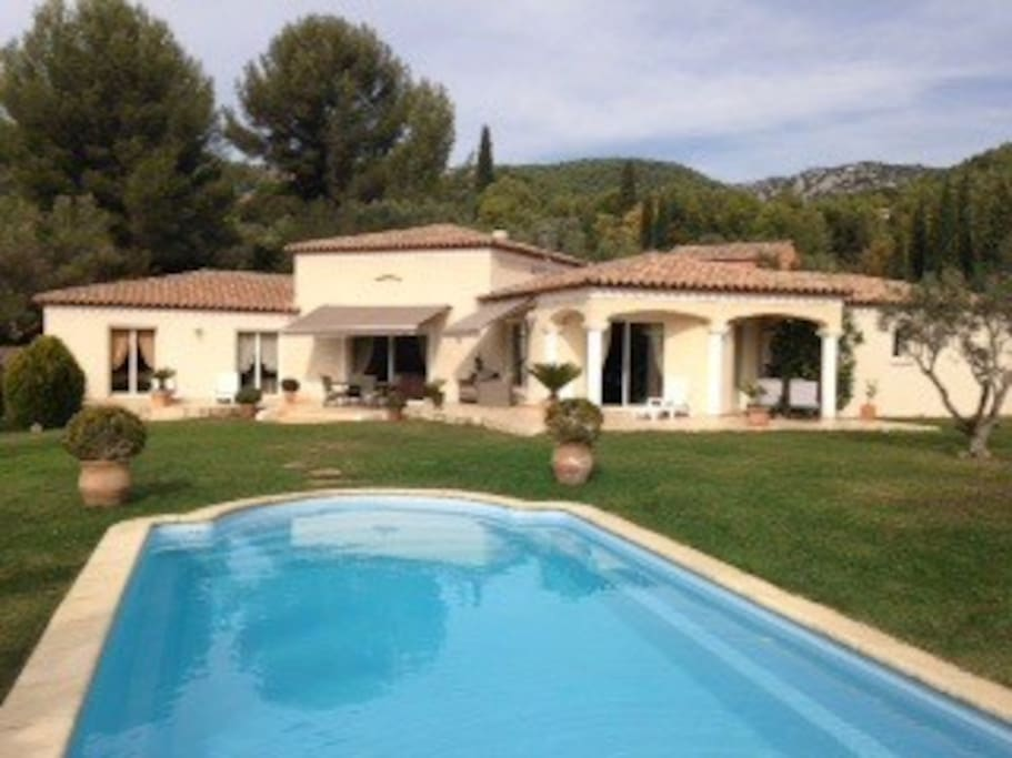 Rez de jardin de villa terrain de 5000m2 piscine for Au jardin guest house welkom