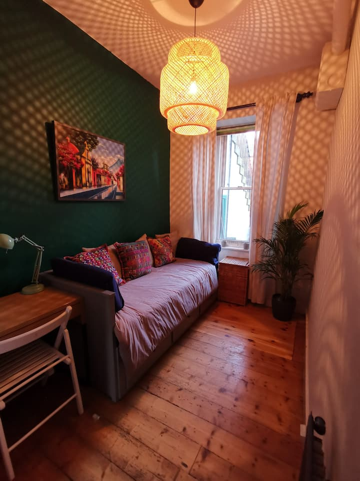 Bright & Cozy flat at the heart of Leith