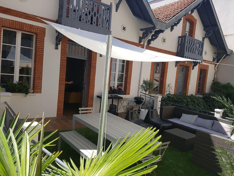 Terrasse 35 m2 barbecue,plancha . Calme absolu en plein centre ville