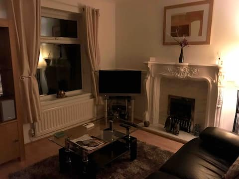 2 bedroom house with parking hull  city centre