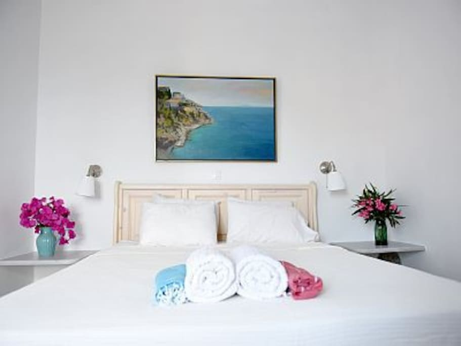 Ground Floor double bedroom with sea view and queen size bed.