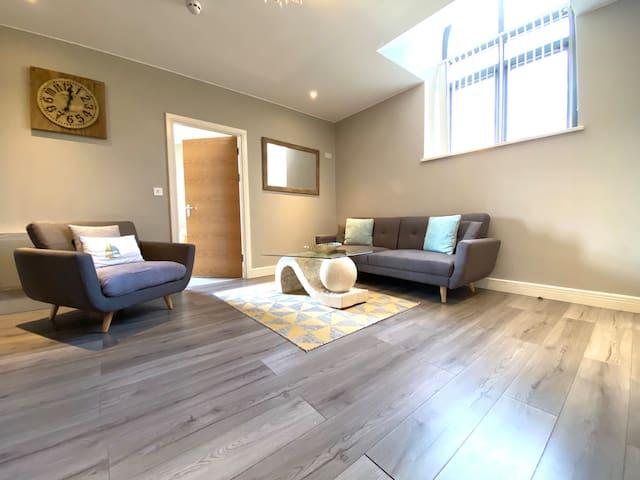 Large 2 bedroom apartment - City Centre - Sleeps 6