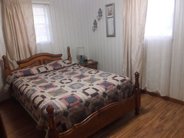 Quiet extra bedroom in the country