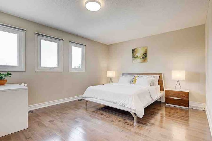Spacious Bedroom with Private Bath near Highway 7