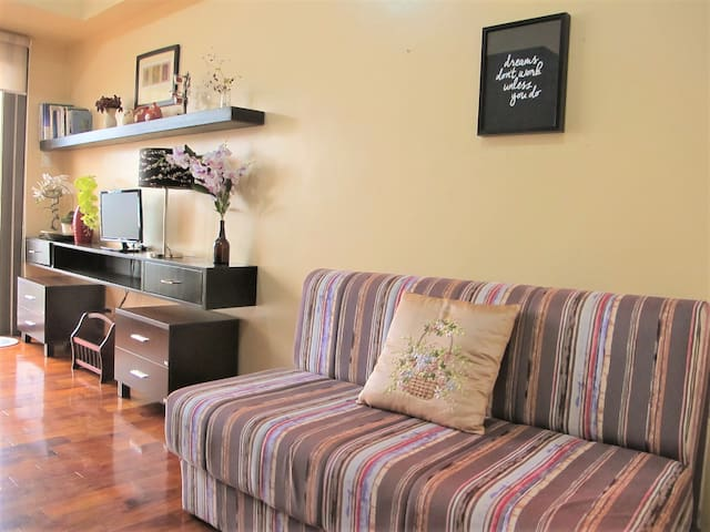 Cozy Condo Next to Greenbelt Mall Opeing Sale