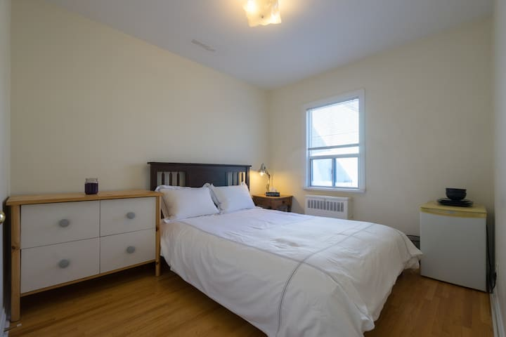 Private Room in a Very Clean Apartment - Toronto - Leilighet