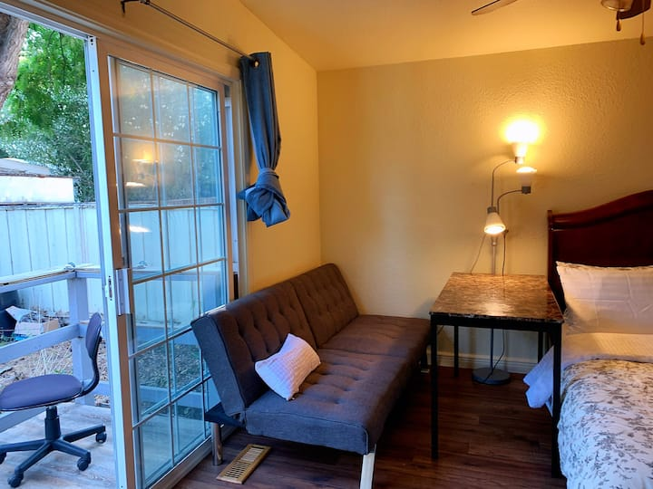 K San Jose guest suit with private bathroom& entry