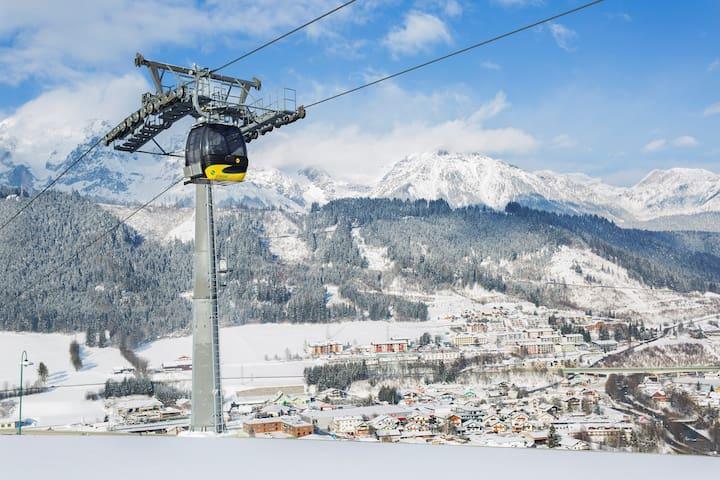 Spacious and Bright Apartment Close to the Pistes! On-Site Ski Lockers + Free Wi-Fi