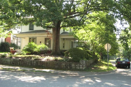 Suite in Historic Home near downtown and A&T - Greensboro - House