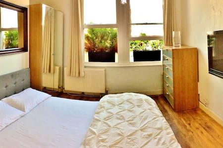 Bright 1 bedroom apt. Kensington Olympia tube st. - London - Lägenhet