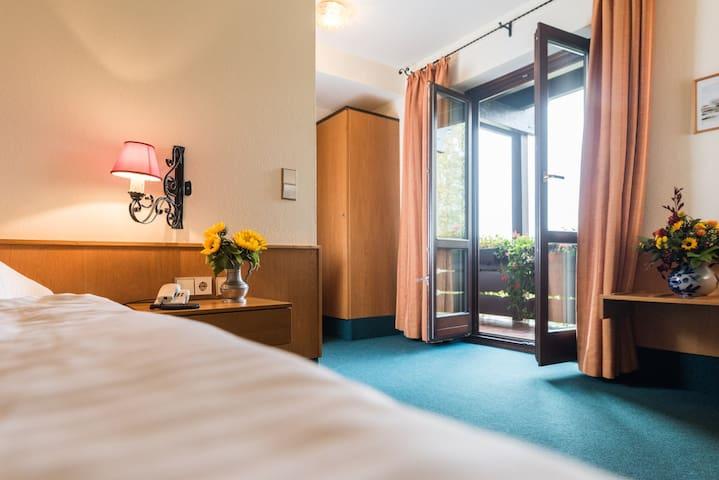Hotel Stegner, (Rödelsee), Einzelzimmer Komfort mit WC und Dusche