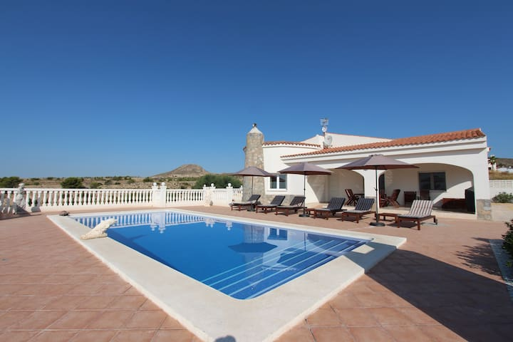 Villa with private swimming pool and coast views!