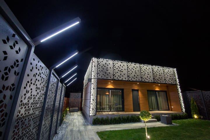 Double L Studios 3 - Apartment with Garden View