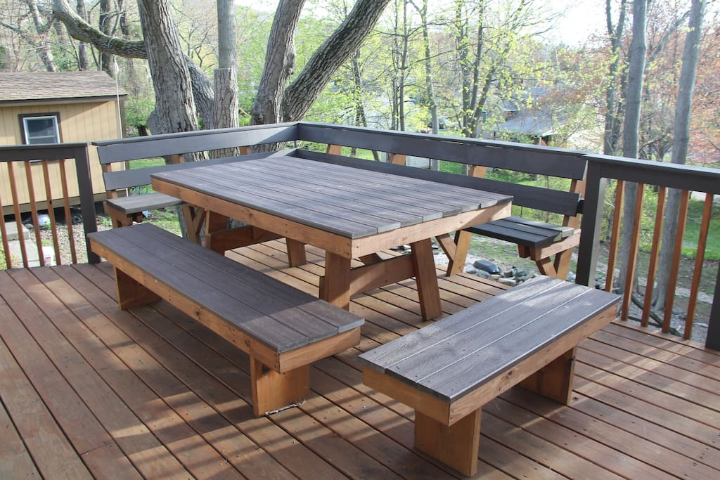 (Shared outdoor space) Big table on deck.