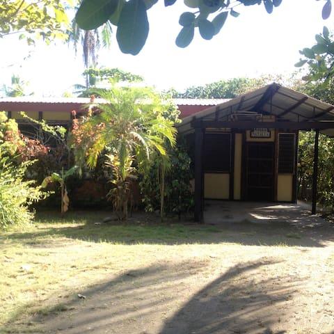 Villa Natalia - Parrita - Hus